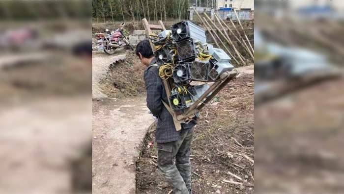 Китайские майнеры переносят оборудование для добычи монет через границу
