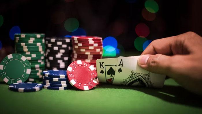 Фентези футбол и покер на криптовалюту